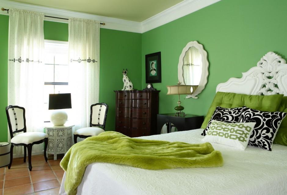 Сочетание зеленых оттенков в оформлении классической спальни