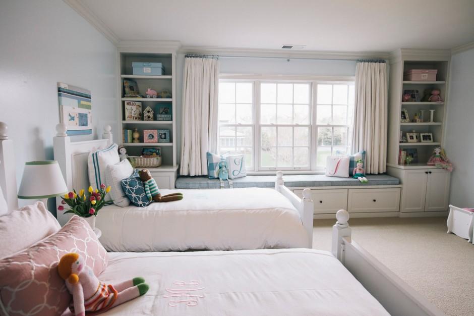 Оформление детской комнаты с большим окном