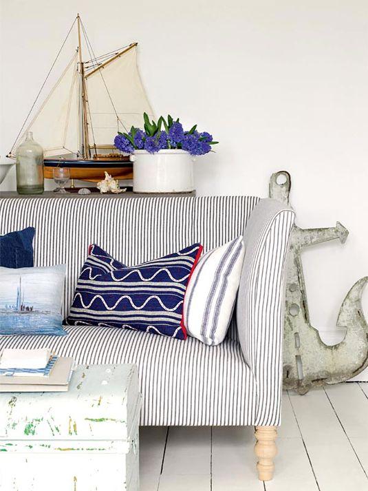 Интерьер дивана в морском стиле
