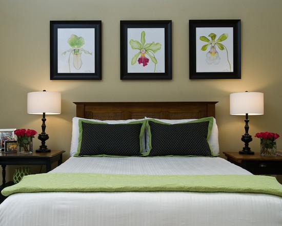 Деревянная кровать в сочетании с зеленым цветом