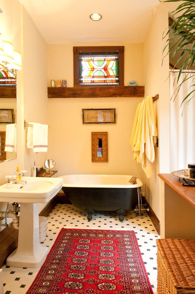 Небольшой витраж в ванной комнате