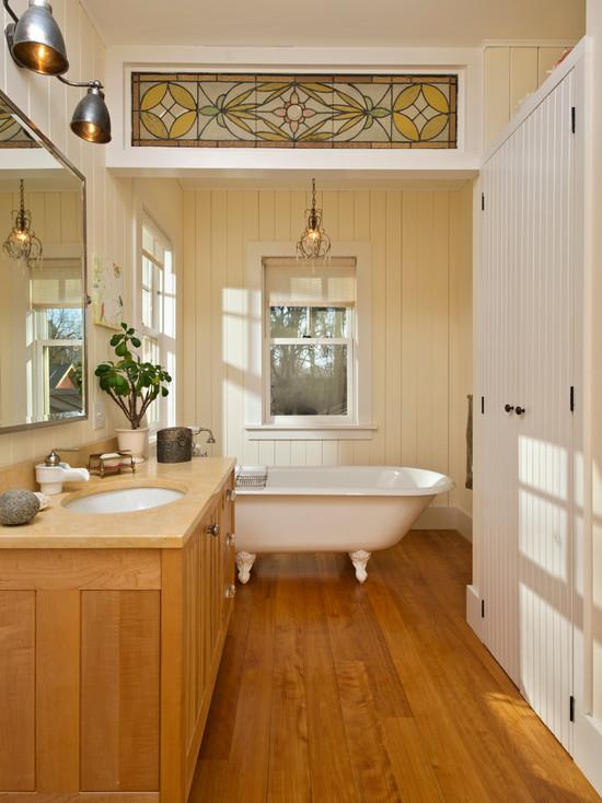Декоративный витраж в ванной комнате