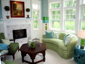 fireplace-living-room-green-sofa