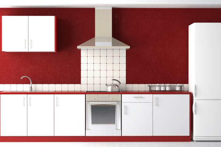Красно-белая кухня в модерн стиле