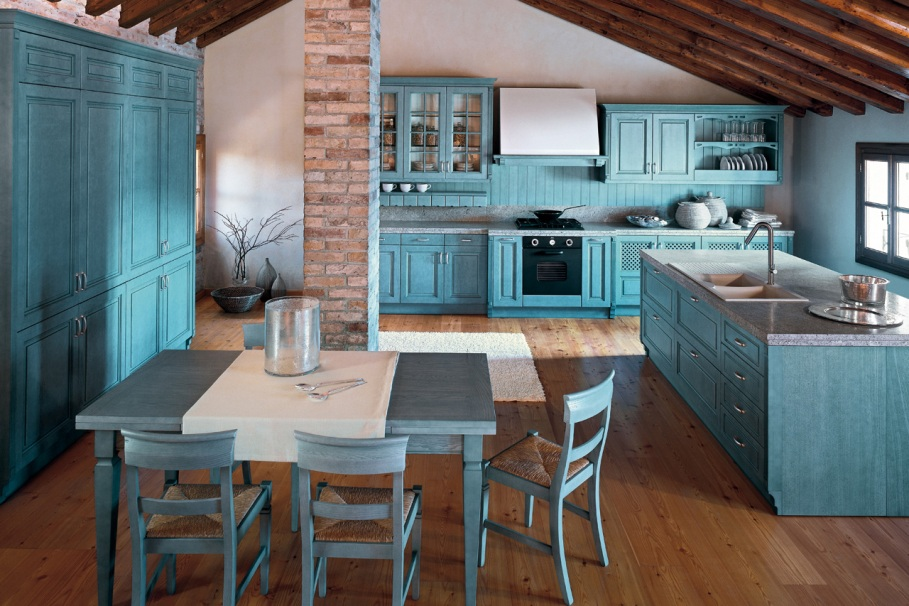 Просторная кухня бирюзового цвета