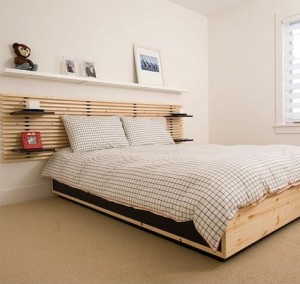 Shelves-above-the-bed-and-headboard-with-shelves-3