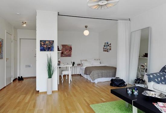 Тряпочная ширма разделяющая комнату на зоны