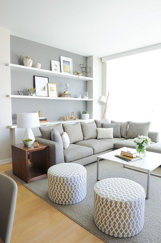 Интерьер серо-белой гостиной