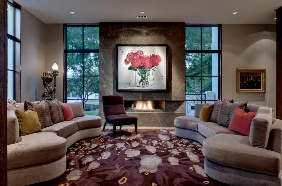 Дизайн гостиной с двумя окнами  в пол