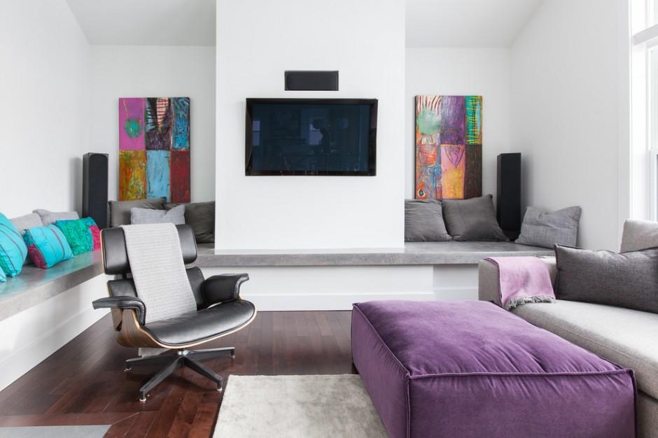Серая комната в сочетании с яркими холодными оттенками