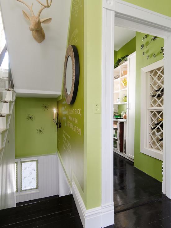 Оформление коридора в зеленом цвете