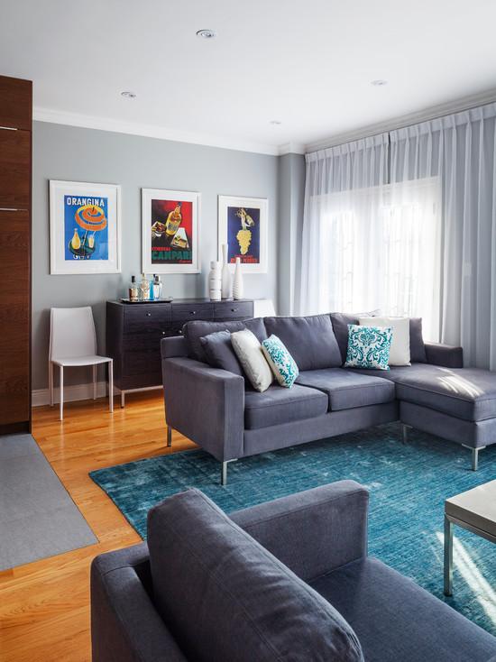 Сочетание серого и голубого цвета в интерьере современной гостиной