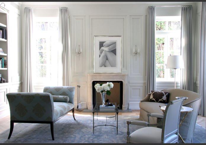 Классический интерьер гостиной в серых тонах