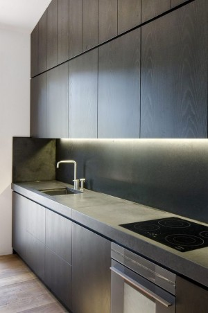 light-grey-counter-and-dark-grey-cabinets