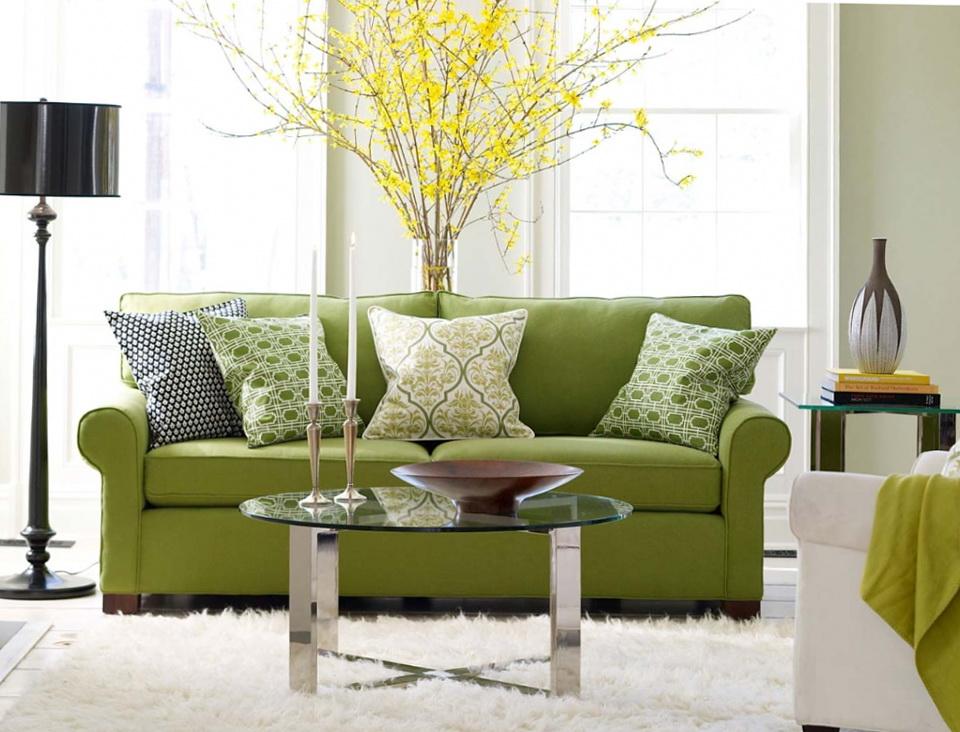 Зеленая мягкая мебель в интерьере гостиной фото