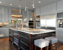 Серая кухня: нить в прошлое или интерьеры будущего