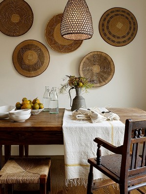 Beautifully-arranged-African-baskets-in-the-dining-room