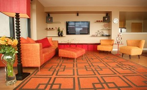 Bright-orange-and-the-geometric-rug-usher-in-the-retro-vibe