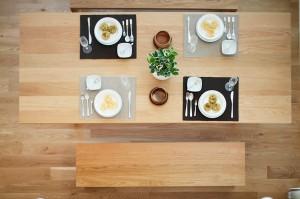 minimalist-dining-table