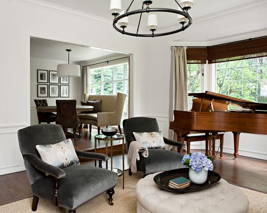 светлые тона стен в интерьере гостиной в классическом стиле