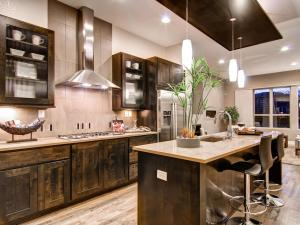 CI-Denver-Parade-of-Homes_Wonderland-Homes-05-Kitchen_s4x3.jpg.rend.hgtvcom.1280.960