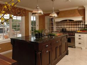 RS_Jennifer-Gilmer-brown-traditional-kitchen-island-lighting_s4x3.jpg.rend.hgtvcom.1280.960