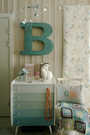 decorating-interiors-with-letters-10