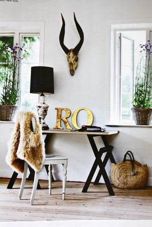 decorating-interiors-with-letters-3
