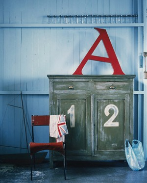 decorating-interiors-with-letters-8