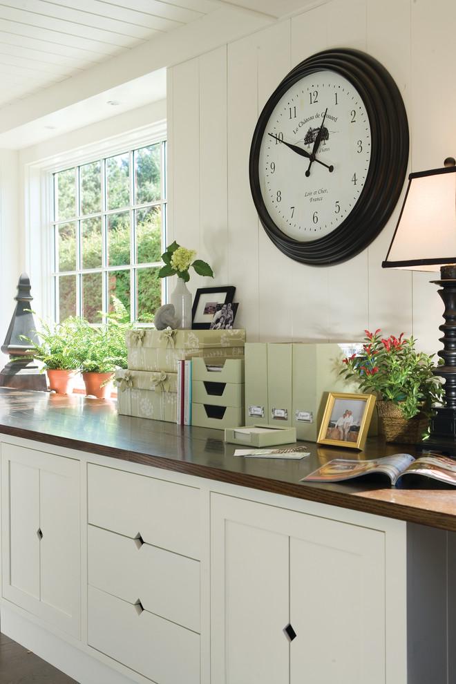 Фото часы в интерьере кухни фото