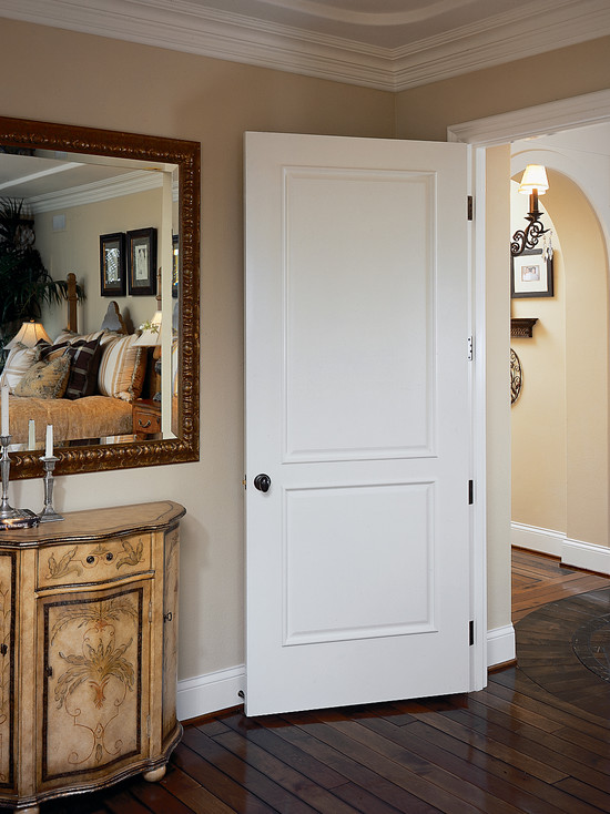 белый цвет межкомнатных дверей придает помещению легкость и простор