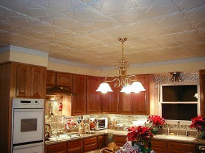 traditional-kitchen-with-decorative-metal-ceiling