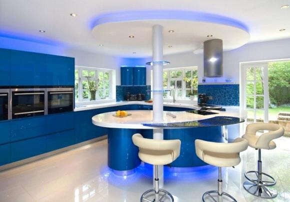 кухня синего цвета