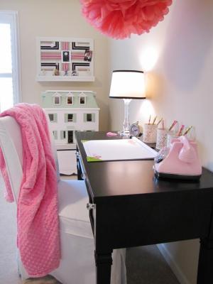 RMS_nu2tn-little-girls-bedroom-desk_s3x4.jpg.rend.hgtvcom.1280.1707
