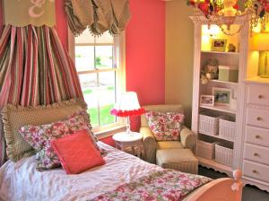 RMS_ssd-pink-sage-cottage-style-girls-bedroom_s4x3.jpg.rend.hgtvcom.1280.960