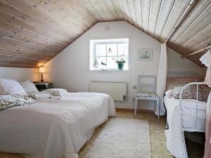 attic-room-24