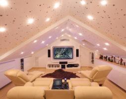 Комната на чердаке – оазис домашнего уюта