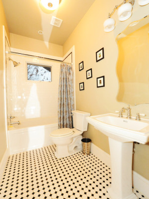 craftsman-bathroom (1)