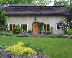 farmhouse-landscape