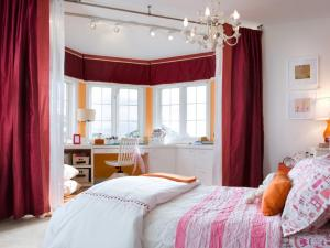 hdivd1405_girls-bedroom_cropped_s4x3.jpg.rend.hgtvcom.1280.960
