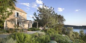 outdoor-living-area