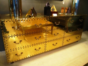 using-gold-in-interior-decorating-35