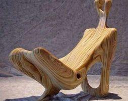 Необычные стулья в обычном декоре