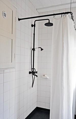 Lundagard-Finnish-Black-White-Bath-Remodelista