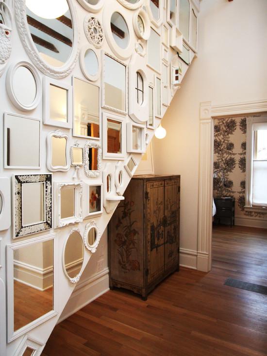 декор стены зеркалом