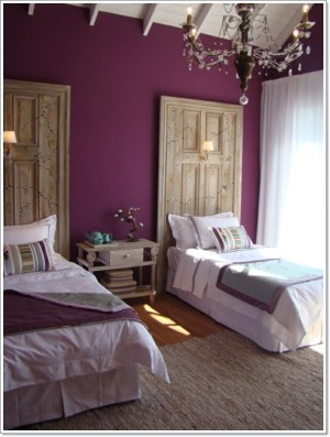 impressive-purple-bedroom-wall-decoratio
