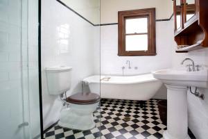 traditional-bathroom (17)