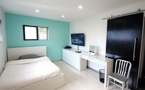 A-splash-of-cool-blue-in-the-bedroom
