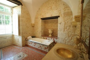 Arched bathroom