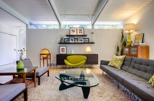 Contemporary-room-filled-with-Mid-Century-modern-delights
